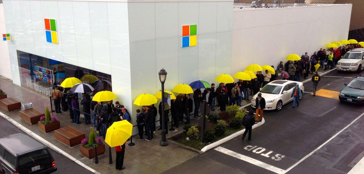 Eilė prie Microsoft Surface Pro Sietle