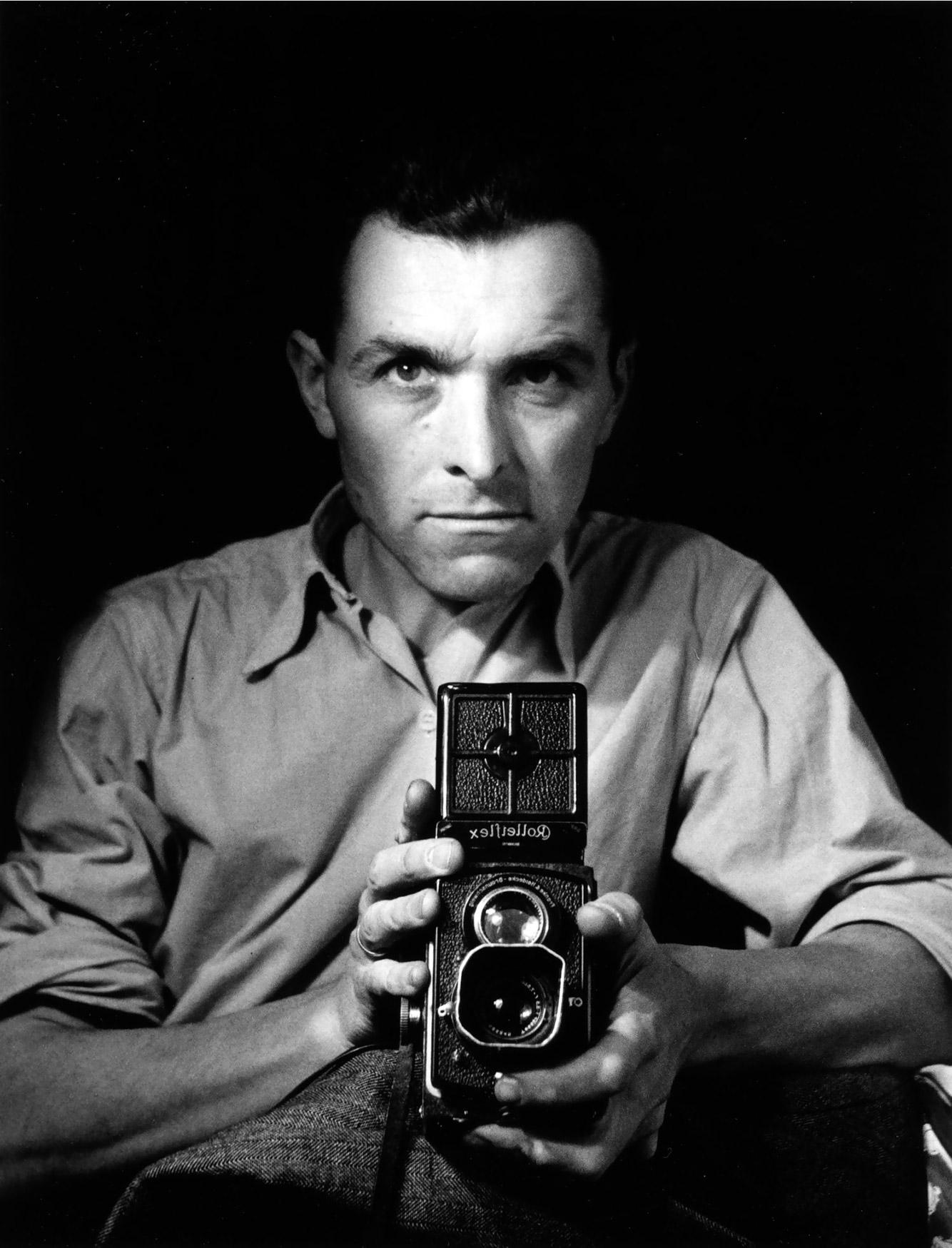 robert-doisneau-autoportretas-su-rolleiflex-1947