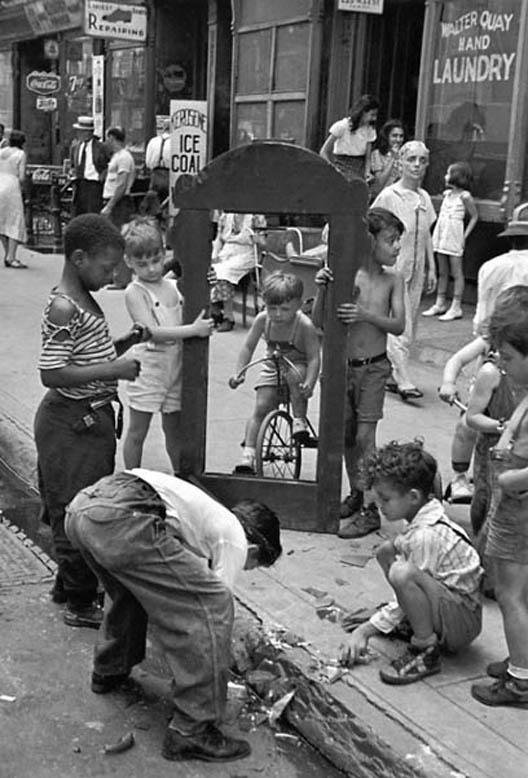 Helen Levitt: gatvės žaidimai 1945