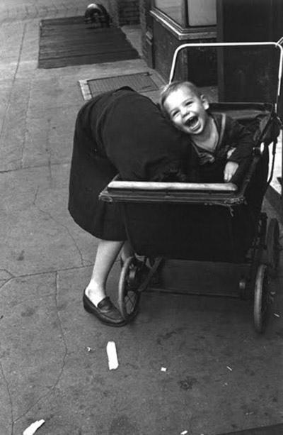Helen Levitt: vežimėlis 1942