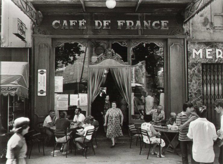 Willy Ronis: Cafe de France, Isle-sur-la Sorgue, 1979